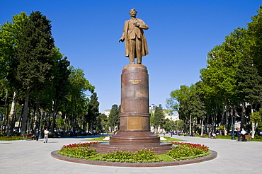 Statue in the center of Baku, Azerbaijan, Caucasus, Middle East