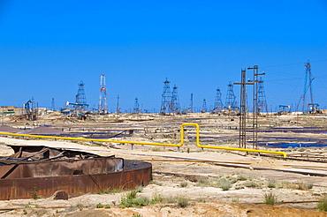 Oil field, oil industry on the Abseron peninsula, Azerbaijan, Caucasus Region, Eurasia