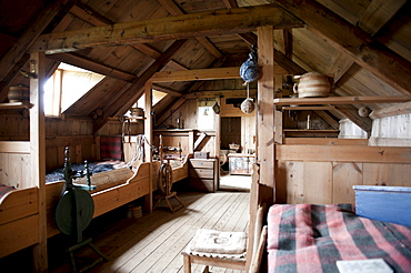 Living in the Middle Ages, interior view, wooden furniture, old sod house, turf and sod constructions, open-air museum, Skagfjordur Heritage Museum, GlaumbÊr, Glaumbaer, Iceland, Scandinavia, Northern Europe, Europe