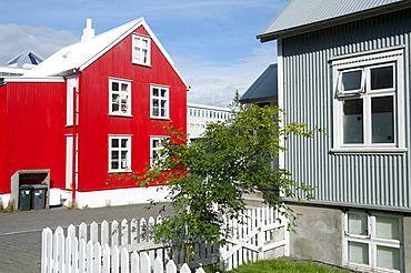 Red and grey house made of corrugated iron, private homes, Reykjavik, island, Iceland, Scandinavia, Northern Europe, Europe