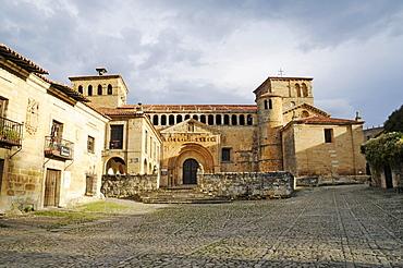 Romanesque collegiate church, Santillana del Mar, medieval town, historic buildings, Cantabria, Spain, Europe