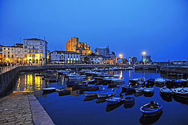 Evening mood, harbour with boats, Castro Urdiales, Gulf of Biscay, Cantabria, Spain, Europe
