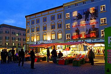 Max-Josefs-Platz square, Rosenheim, Upper Bavaria, Bavaria, Germany, Europe
