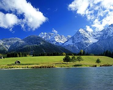 Lake Schmalensee, Werdenfels country, in front of the Karwendelgebirge range, Upper Bavaria, Germany, Europe