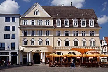 Artushof, restaurant, Alter Markt marketplace, Stralsund, Unesco World Heritage Site, Mecklenburg-Western Pomerania, Germany, Europe