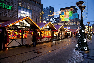 Christmas market on Kettwiger Strasse, Essen Light Weeks, Essen, Ruhr Area, North Rhine-Westphalia, Germany, Europe