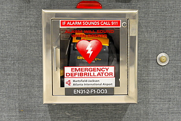 Defibrillator, Hartsfield-Jackson Atlanta International Airport, Atlanta Airport, Atlanta, USA, North America