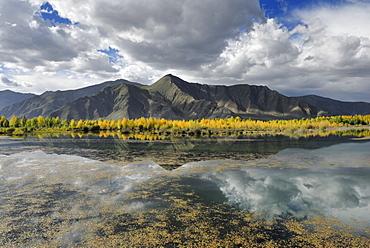 Mountain landscape on the Kyichu River near Lhasa, Tibet, China, Asia