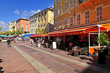 Streetcafe and restaurant at Cours Saleya, Nice, Nizza, Cote d'Azur, Alpes Maritimes, Provence, France, Europe