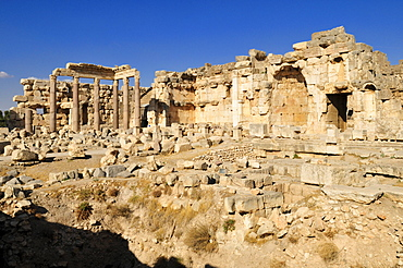 Ancient ruins at the archeological site of Baalbek, Unesco World Heritage Site, Bekaa Valley, Lebanon, Middle East, West Asia