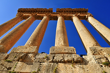 Antique ruins of the Jupiter temple at the archeological site of Baalbek, Unesco World Heritage Site, Bekaa Valley, Lebanon, Middle East, West Asia