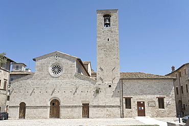Church San Tommaso Apostolo, romanesque facade redesigned late 13th century, bell tower with the oldest bell in town dated 1283, Piazza San Tommaso Apostolo, Ascoli Piceno, Marches, Italy, Europe