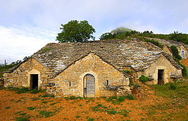 Abandoned half-subterranean wine cellar with natural stone roof in Entre-deux-Monts at Riviere-sur-Tarn, Aveyron, France, Europe