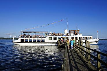 Pleasure boat Utting, Ammersee lake, Fuenf-Seen-Land region, Upper Bavaria, Bavaria, Germany, Europe