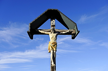 Crucifix in the cemetery of Gelting, Upper Bavaria, Bavaria, Germany, Europe