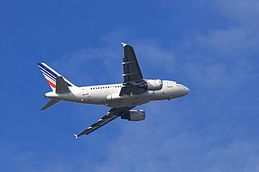 A 318-111 of Air France KLM in ascent