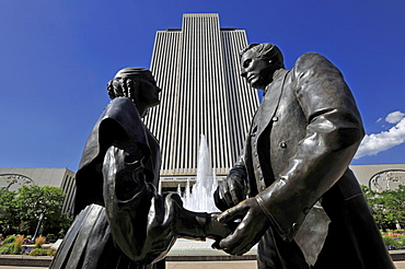 Monuments, Joseph and Emma Smith, in front of a fountain, Office Building, Temple of The Church of Jesus Christ of Latter-day Saints, Church of Mormons, Temple Square, Salt Lake City, Utah, United States of America, America