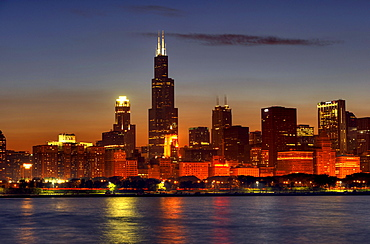 Night shot, Willis Tower, named Sears Tower until 2009, 311 South Wacker, skyscrapers, Lake Michigan, Chicago, Illinois, United States of America, USA
