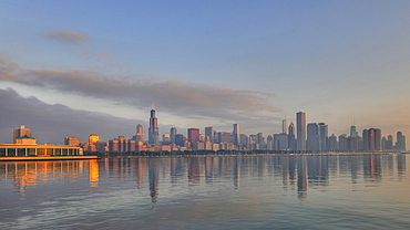 John G. Shedd Aquarium and Ocean Aquarium at sunrise, Lake Michigan, Willis Tower, formerly named Sears Tower, 311 South Wacker, John Hancock Center, Aon Center, Two Prudential Plaza, Smurfit-Stone Building, Trump International Tower, skyscrapers, skyline