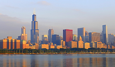 Foggy atmosphere after sunrise, 311 South Wacker, Aon Center, 77 West Wacker Drive, skyline, Legacy at Millennium Park, CNA Center, skyscrapers, Lake Michigan, Chicago, Illinois, United States of America, USA
