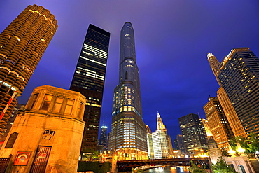 Night shot, Bataan Corregidor Memorial Bridge, River Loop, skyline, Marina City Twin Towers, 330 North Wabash, former IBM Building, John Hancock Center, Trump International Tower, Wrigley Building, Chicago University, Chicago, Illinois, United States of A