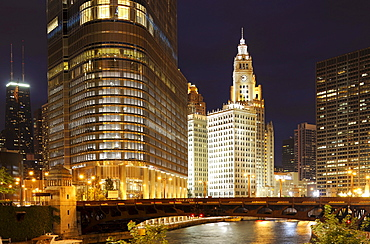 Night shot, IRV Kupcinet Bridge, River Loop, John Hancock Center, Trump International Tower, Wrigley Building, Tribune Tower, Chicago University, Chicago, Illinois, United States of America, USA, North America