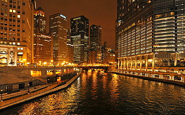 Night shot, Riverwalk, waterfront, River Loop, skyline, Trump International Tower, 35 East Wacker Drive, 77 West Wacker Building, Chicago, Illinois, United States of America, USA, North America