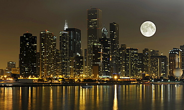 Night shot, Aon Center, Two Prudential Plaza, Willis Tower, the former Sears Tower, skyline, Lake Michigan, full moon, Chicago, Illinois, United States of America, USA, North America