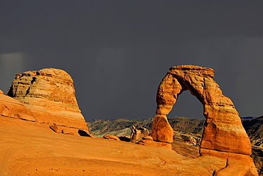 Delicate Arch, stone arch, during thunderstorm, Arches National Park, Moab, Utah, Southwest, USA, North America