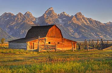 John and Bartha Moulton Homestead Mormon Barn in the morning, historic barn of the Mormons in front of the Teton Range, Mormon Row Historic District, Antelope Flats, Grand Teton National Park, Wyoming, United States of America, USA
