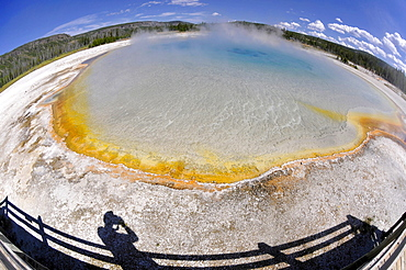 Sunset Lake, geyser, drainage area with a boardwalk, coloured thermophilic bacteria, microorganisms, Black Sand Basin, Upper Geyser Basin, Yellowstone National Park, Wyoming, United States of America, USA
