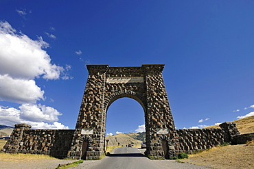 Roosevelt Arch, north entrance, archway, Mammoth Hot Springs, Yellowstone National Park, Wyoming, United States of America, America