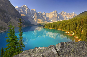 Moraine Lake, Wenkchemna Range Mountains, Valley of the Ten Peaks, Banff National Park, Canadian Rocky Mountains, Alberta, Canada