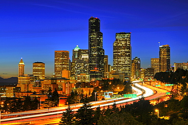 Night shot, Interstate 5 motorway in front of the skyline of the Financial District in Seattle, Columbia Center, formerly known as Bank of America Tower, Washington Mutual Tower, Two Union Square Tower, Municipal Tower, formerly Key Tower, U.S. Bank Cente