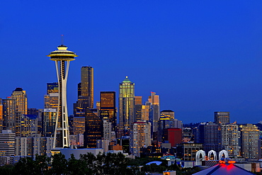 Night scene, skyline of the Financial District in Seattle, Space Needle, Columbia Center, formerly known as Bank of America Tower, Washington Mutual Tower, Municipal Tower, formerly Key Tower, U.S. Bank Center, Washington, United States of America, USA