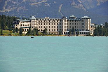 Luxury hotel, Fairmont Chateau Lake Louise Hotel, Lake Louise, Banff National Park, Canadian Rockies, Alberta, Canada
