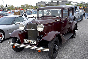 Ford V8 1934 at a meeting