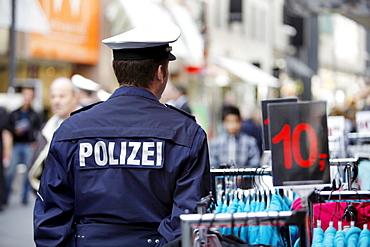 Policeman on patrol in the city of Aachen, North Rhine-Westphalia, Germany, Europe