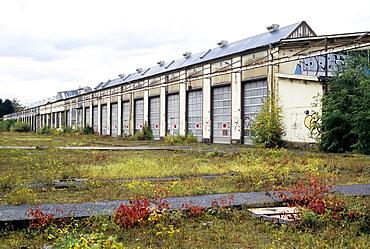 Industrial hall, a former train repair centre, closed in 2003, Wedau district, Duisburg, North Rhine-Westphalia, Germany, Europe