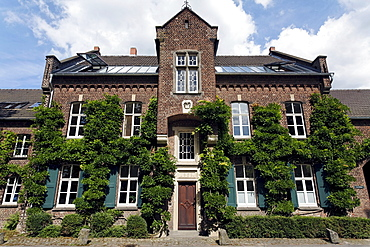 Historic Gut Selikum manor, Neuss-Reuschenberg, Lower Rhine region, North Rhine-Westphalia, Germany, Europe