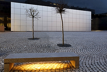 Paul-Klee-Platz square, illuminated stone bench, Kunstsammlung Nordrhein-Westfalen arts collection, K20 building, Duesseldorf, North Rhine-Westphalia, Germany, Europe