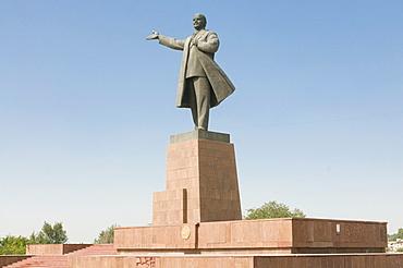 Statue of Lenin, Osh, Kyrgyzstan, Central Asia