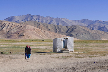 Small hut and people in the wilderness, Bulunkul, Pamir mountains, Tajikistan, Central Asia