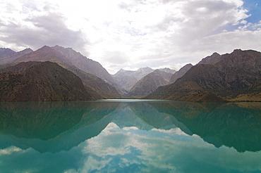 Turquoise Alexander lake in the Fan Mountains, Iskanderkul, Tajikistan, Central Asia