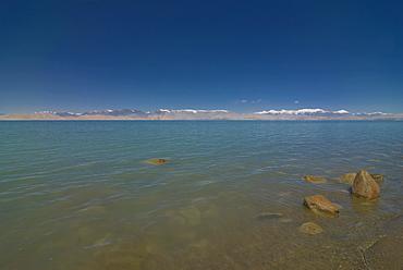 Turquoise Lake Karakul, Karakul, Pamir Mountains, Tajikistan, Central Asia