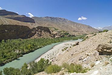 Gunt River flowing through Shok Dara Valley, Pamir Mountains, Tajikistan, Central Asia