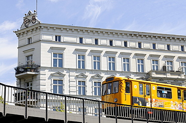 S-Bahn, local railway, driving on elevated tracks, Kreuzberg district, Berlin, Germany, Europe