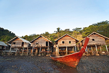 Moken sea gypsy village, Koh Chang, Thailand, Asia