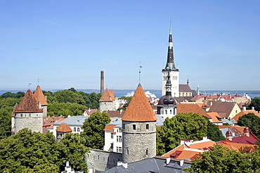 Panorama over the historic town centre, view from Castle Hill, towers of St. Nicholas Church and Alexander Nevsky Cathedral, towers of the city wall, Baltic Sea port, Tallinn, formerly Reval, Estonia, Baltic States, Northern Europe