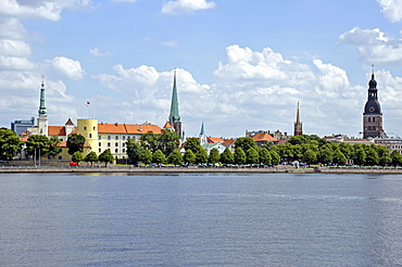 Panoramic view of the old town, castle with round tower, castle of the Teutonic Knights, Daugava river, Riga, Latvia, Baltic States, Northern Europe
